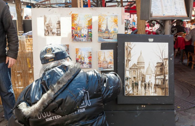 Artist and his painting of the popular view of Place du Tertre