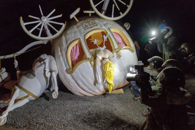 The crashed carriage of the Princess surrounded by Paparazzi